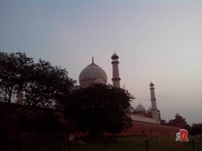 A beautiful picture of Tajmahal from Dashera Ghat