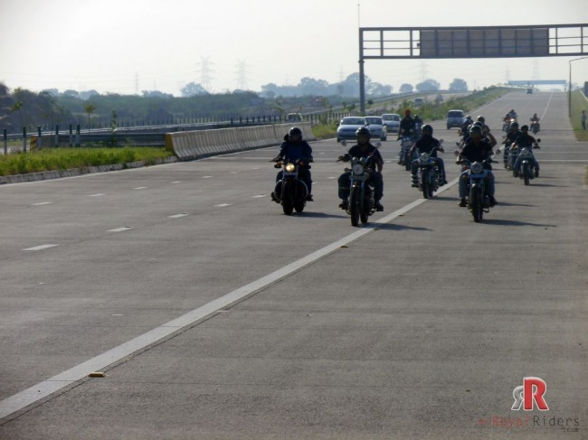 And the Riders cruising on Yamuna Express Way.