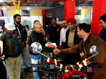Mr. Singh being congratulated by Shambhavi Automotive Enginers, Agra