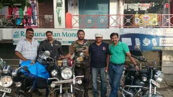 Biswajyoti Das, Subhajit Mitra with weRoyal Riders Harish Khandelwal, Rajesh Chauhan, Vikram Shukla.