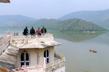 Another picture at Lake Palace.