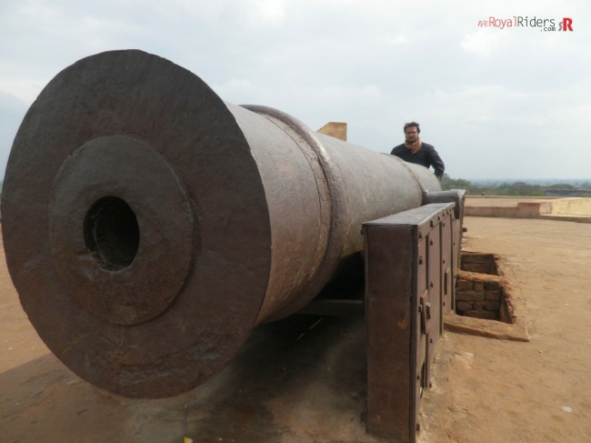 The Abandoned Cannon at Deeg. Rider in picture is Sankalp Chandra.  Picture by : Mohsin Hasan