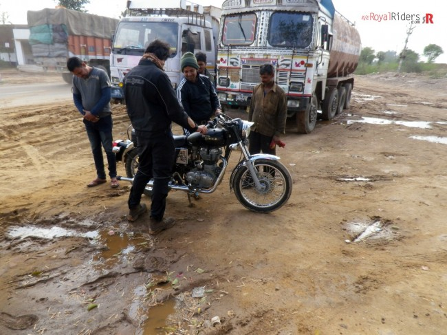We helped this Random guy with is broken Royal  Enfield. Sankalp, one of rider is checking bike after fixing it.
