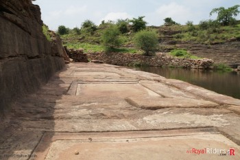 The floor around reservoir has carvings such that water flows through them in pattern, probably used for worshiping or some rituals when water was at certain level.