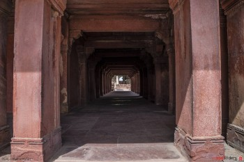 There are many such beautiful pathways at Fatehpur Sikri
