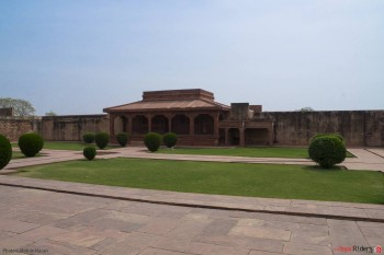 A lawn beside Deewan E Khaas