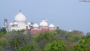 Blue open sky and the sparkling Taj Mahal.